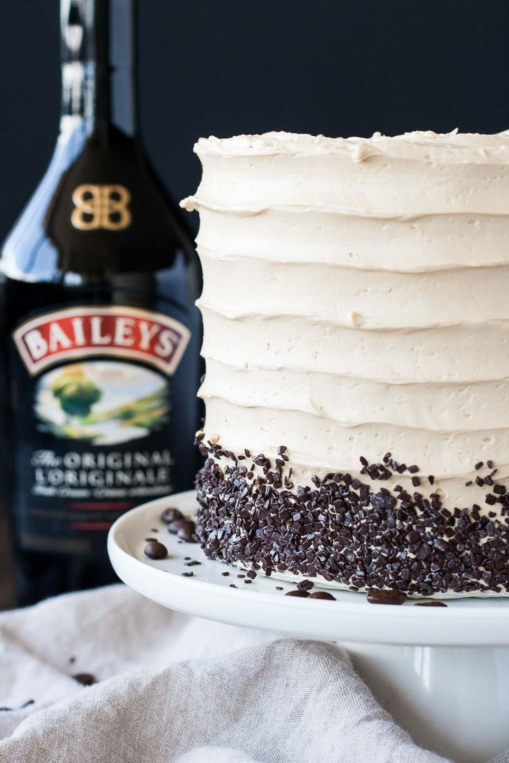 The perfect pairing of coffee and Baileys in this delicious layer cake. A vanilla buttermilk cake layered with chocolate ganache and a coffee Baileys swiss meringue buttercream. | livforcake.com