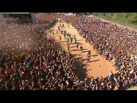 DAGOBA : HUGE WALL OF DEATH - HELLFEST 2014 - YouTube