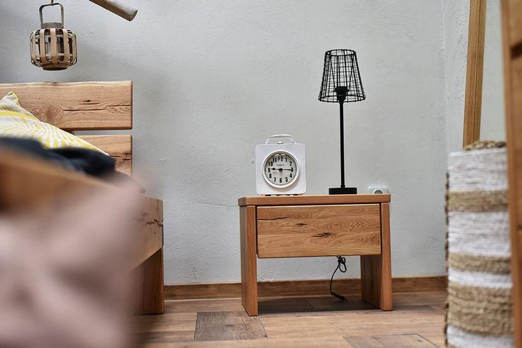 stolik nocny z litego drewna - kolekcja Dream Bedroom