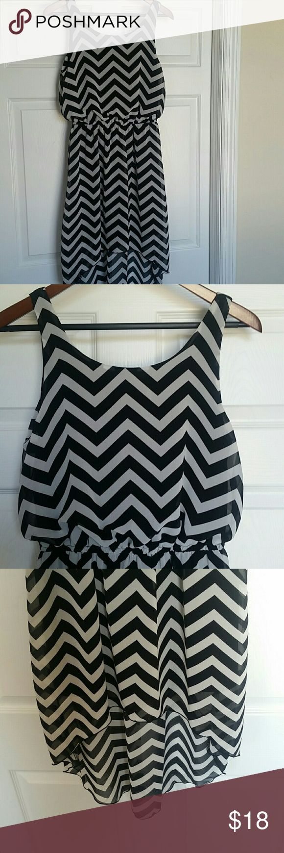 Chevron Print Hi Lo Bow Dress Worn once hi lo chevron print dress. Features an adorable bow in the back. Size small. Dresses