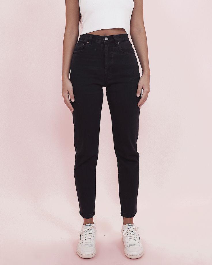 Hugging Mom Jeans – Washed Black