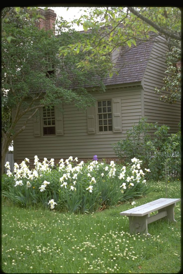 56 best ext colonial colors images on pinterest colonial col williamsburg scalloped cedar roof