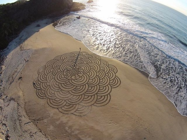Sand Paintings by Andres Amador – Fubiz™