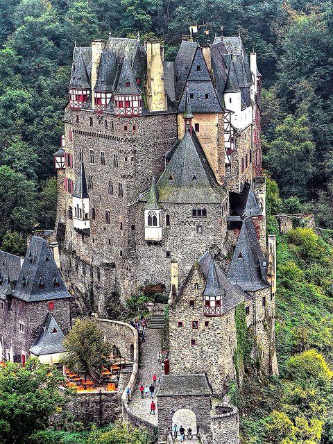 Castell (château fort) Eltz - Eifel, near Münstermaifeld Germany