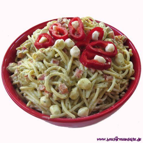 Spaghettisalat mit Pesto und Mozzarella