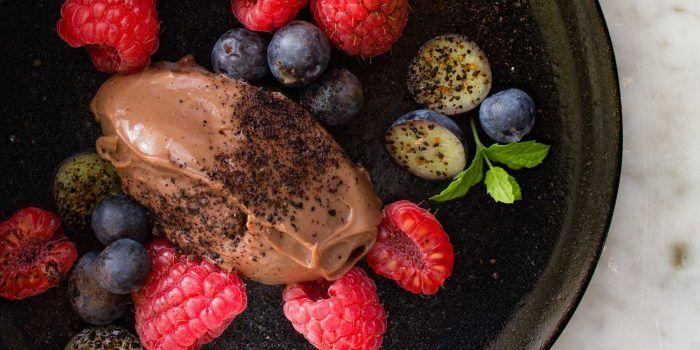 Mjölkchokladkräm med lakrits och hallon