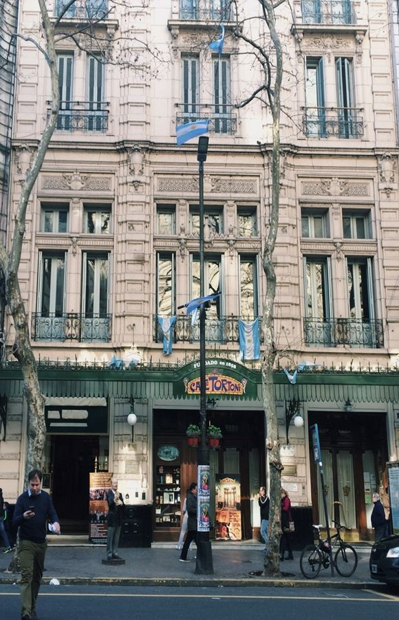 Café Tortoni, uma das cafeterias mais tradicionais e antigas de Buenos Aires