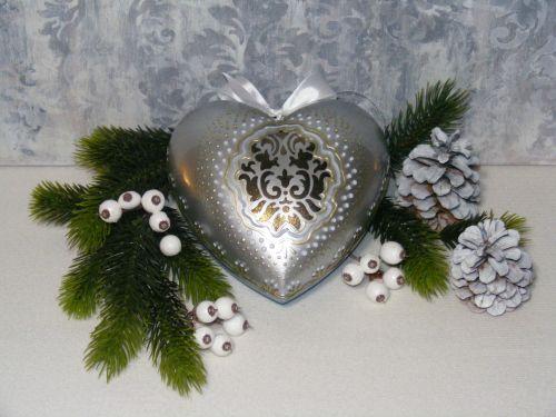 #diy #christmas #ornament #heart #stencil #3d #cracking #dotpainting #pentart