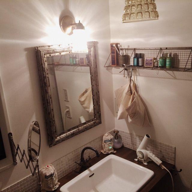 KOMAさんの、ペンダントライト,ミラー アンティーク,パウダールーム,インダストリアル,ニトリ,IKEA,夜,バス/トイレ,のお部屋写真