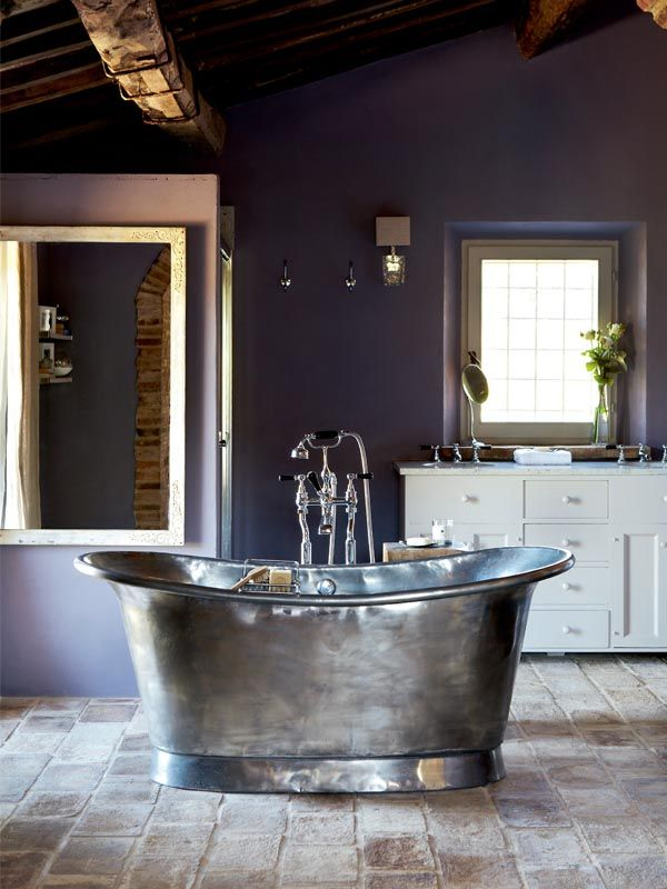 That tub! And the floor. And that wonderful beam. And the window. ♥ Boy, I wish they'd picked a different paint colour and vanity... They look too cheap for the space.