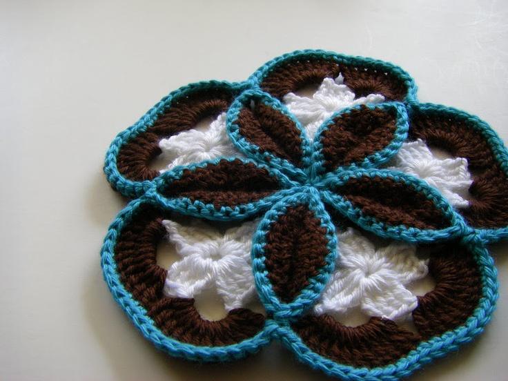 Crochet Flower Potholder Pattern : Crochet Flower potholder pattern. Granny Square Ideas ...