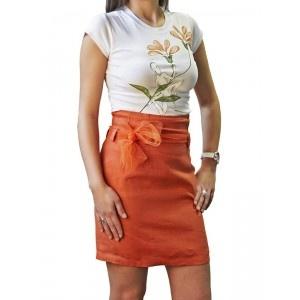 Estilizado conjunto de camiseta pintada a mano y falda recta con lazo en www.husly.es