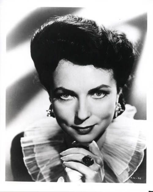 A young Agnes Moorehead | Celebs... | Pinterest