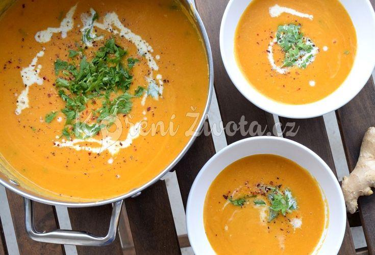 Recept na oranžovou batátovou polévku s červenou čočkou inspirovanou chutěmi Thajska