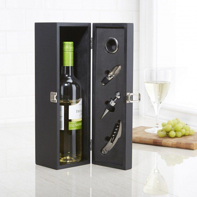 An elegant way to present a bottle, our Kitchen Stuff Plus wine box set makes the perfect gift for dinner parties and special occasions.