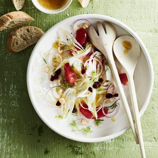 Rauwe venkel in een salade?   Schaaf 'm flinterdun! Recept -   Venkelsalade met grapefruit - Boodschappenmagazine