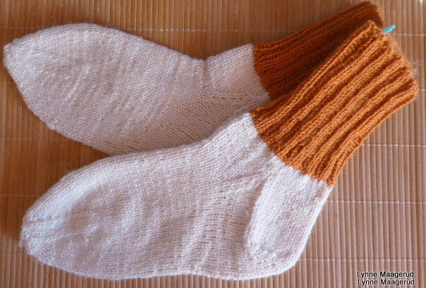 Handknitted woolen socks in four different colors by LynnesEbooks on Etsy