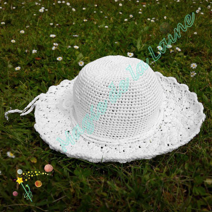 Chapeau Mademoiselle en raphia, rafraîchissant et élégant, crocheté avec le fil Rafia d'Adriafil. Le modèle se trouve ici: http://www.magiedelalaine.com/modeles-bonnet/269-modele-chapeau-mademoiselle.html