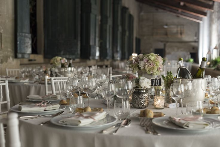 White and vintage pink table arrangements at The Limonaia Villa Corsini #guidilenci