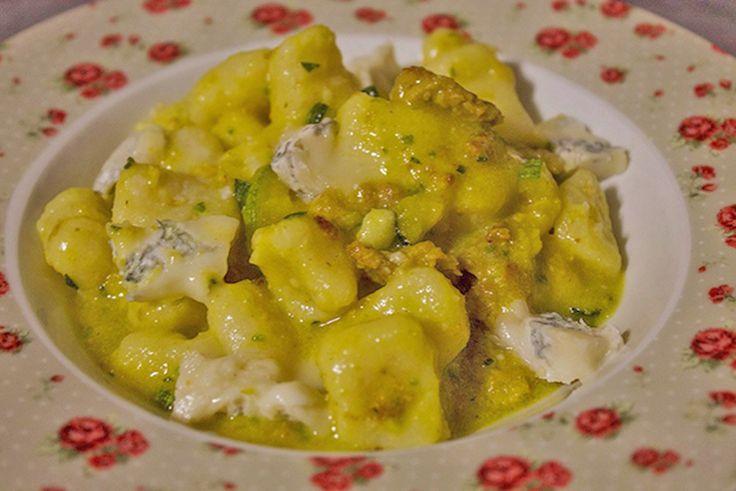 Gnocchi di ricotta fresca, zafferano, zucchine e gocce di gorgonzola