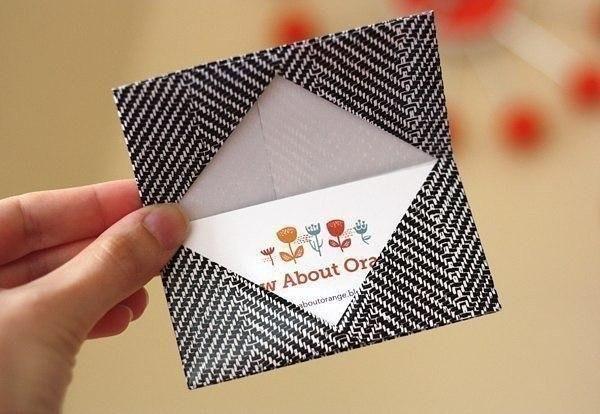 Schauen Sie mal, wie einfach und schnelle kann man solchen originellen Visitenkartenhalter selber machen. Die Anleitung ist auch dabei.