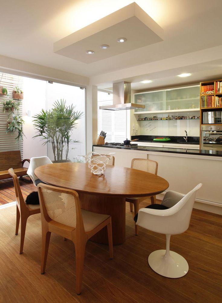 Cozinha americana, aberta, integrada Sala jantar, mesa redonda