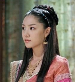 Kim Su-ro, The Iron King (Hangul: 김수로; RR: Kim Su-ro) is a 2010 South Korean television series on the life of Suro of Geumgwan Gaya, starring Ji Sung, Seo Ji-hye. It aired on MBC for 32 episodes. Kim Su-ro unified 12 small countries to become the legendary founder and ruler of Geumgwan Gaya, the city-state of the Gaya confederacy which dominated sea trade and iron working during the Three Kingdoms Period in the 5th century. 허황옥 서지혜