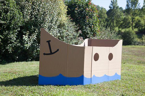 Bateau de pirates découpé dans des cartons. Les enfants ont adoré !