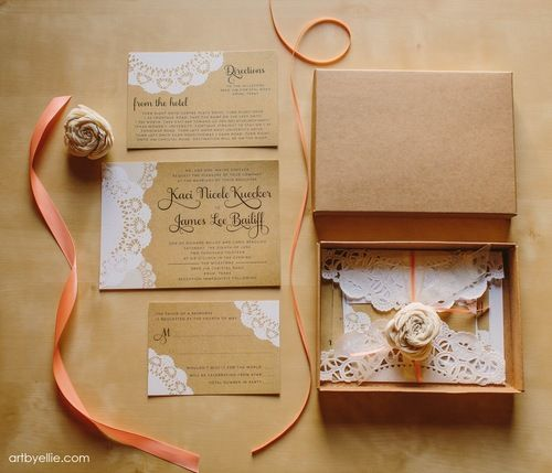 Love this custom boxed wedding invitation by www.artbyellie.com! #ELV #weddinginvitations