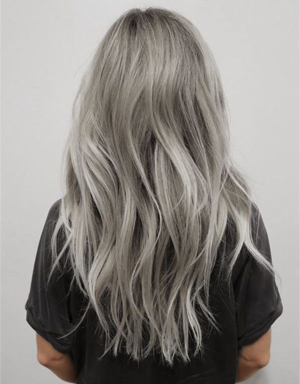 Light gray hair color with silver highlight, this balayage hairstyle look so great