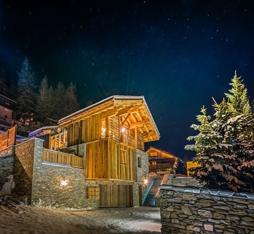 Start this year different: Check out the latest photos of our new built chalet on www.athenaadvisors.co.uk . Chalet Husky which is part of Val d'Isere new luxury development has finally been delivered. We know you couldn't wait any longer. Absolutely breathtaking chalet…don't you think so? #Val d'Isere ~ Chalet Husky