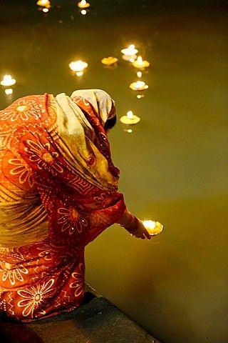 India, Uttar Pradesh, Venarés.Su espiritualidad te traspasa,la atmósfera que envuelve sus orillas solo invita al silencio profundo.
