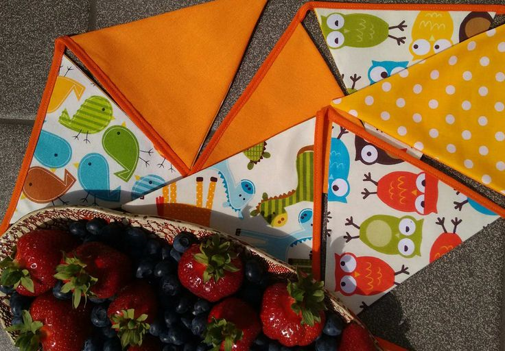 Use this happy bunting with animals and bright tones in your childs room or on a birthday celebration. Banners two-sided flags are made of yellow and orange cotton fabric - owls, giraffes and birds will look after your little one. :)  To make the flags stand out and look nice and firm, I have used fusible interfacing. Made to order in a variety of lengths (due to the handmade nature the sizes are approximate): 10 flags = 180 cms 12 flags = 215 cms 14 flags = 250 cms 16 flags &#...