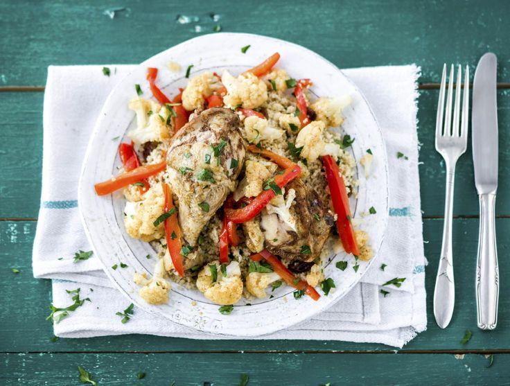 Midden-oosterse kipstoof met volkoren couscous en verse kruiden