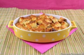 Crumble mele e pandoro -  Oggi vi do una ricetta diversa dal solito per utilizzare il pandoro: il crumble di mele e pandoro! Se possibile ancora più veloce del crumble alle mele classico, infatti non c'è nemmeno bisogno di preparare l'impasto sbricioloso, ma vi basterà tagliare il pandoro a cubetti. Potete utilizzare allo stesso modo il panettone o, se [...]