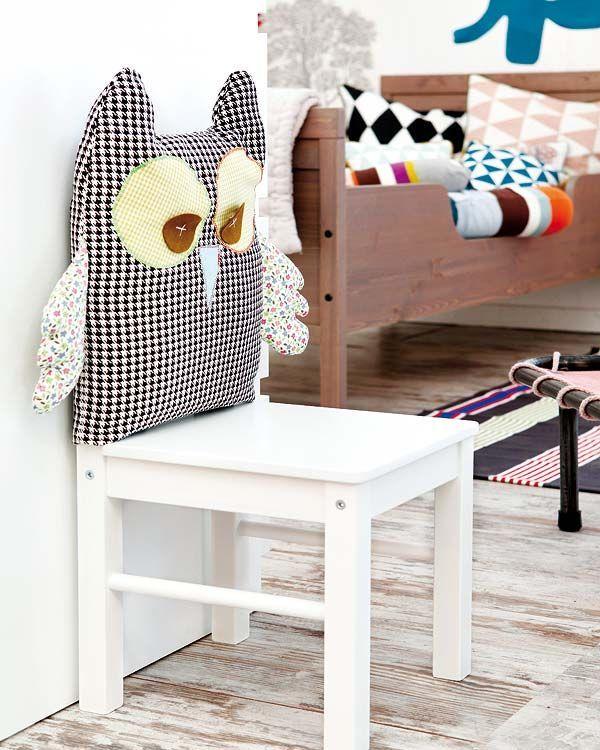 Un DIY para hacer un cojín de búho para el respaldo de una silla - Para que estén cómodos a la hora de comer o de hacer los deberes, nada como este original respaldo en forma de búho. Es divertido, cómodo y muy mullido.