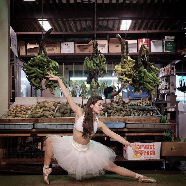 You can dance in the streets, but not as gracefully as these ballet dancers. Lured to the streets by the photographer Omar Z. Robles, they flit around crumbling brickwork strewn and garish graffiti. #Ballet_beautie #sur_les_pointes * Ballet_beautie, sur_les_pointes *