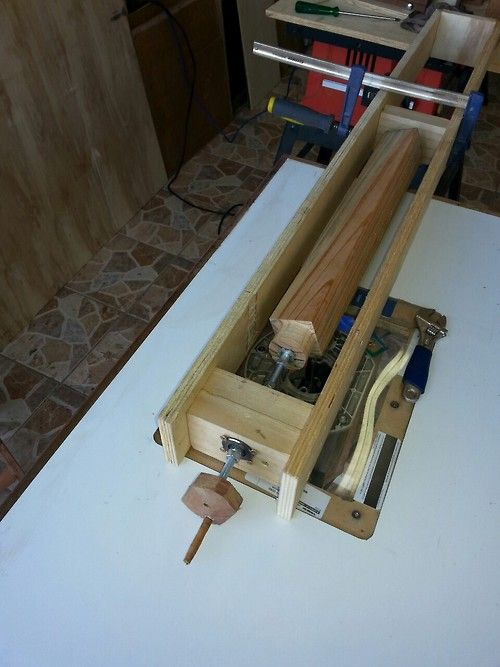 Outra ferramenta que fiz, um tipo de torno para uso com serra ou tupia.