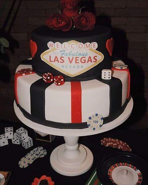 Festa Tema Las Vegas com Bolo decorado do jeitinho que a aniversariante pediu.