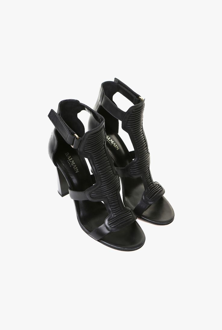 These leather sandals have been crafted in Italy. This pair is easy to pull in with an adjustable ankle strap. Make it work with all your outfits.