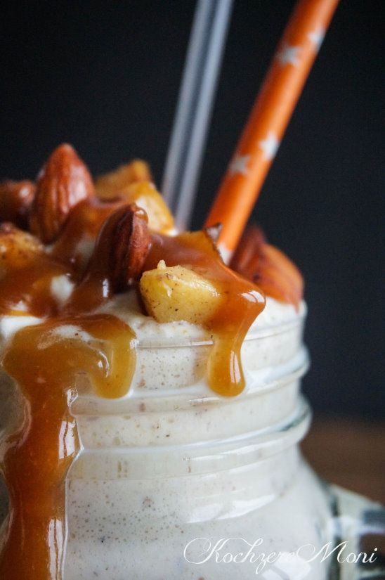 KochzereMoni: WOAH! Bratapfel Milchshake mit Salzbutterkaramell