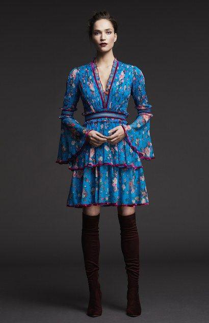 The complete Tadashi Shoji Pre-Fall 2017 fashion show now on Vogue Runway.