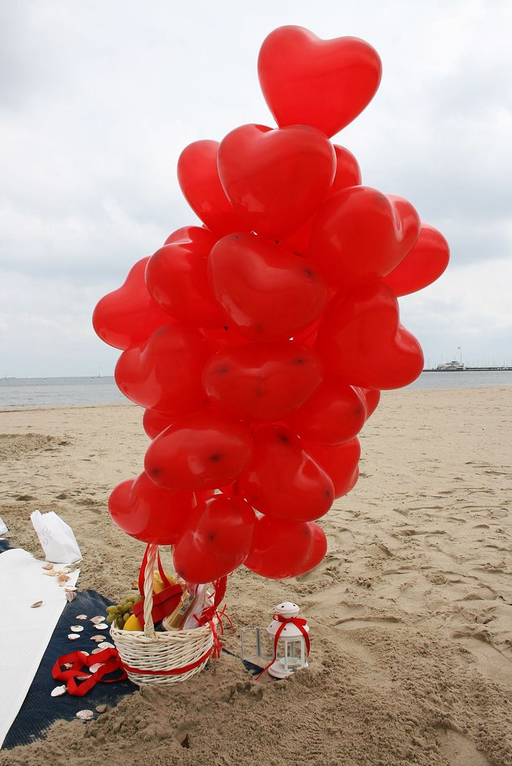 beach, romantic place, balloons, picnic basket