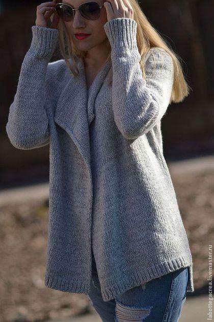 Купить или заказать Кардиган вязаный La Liberta gray в интернет-магазине на Ярмарке Мастеров. Кардиган делает женщину более загадочной, более элегантной. Он стал неотъемлемой частью гардероба любой женщины. Это и неудивительно, если принять во внимание его практичность, красоту, универсальность и удобство при носке. Помимо всего вышеперечисленного, огромным плюсом женского кардигана являются его согревающие качества. Модель выполнена из итальянской пряжи высокого качества, необычайно…