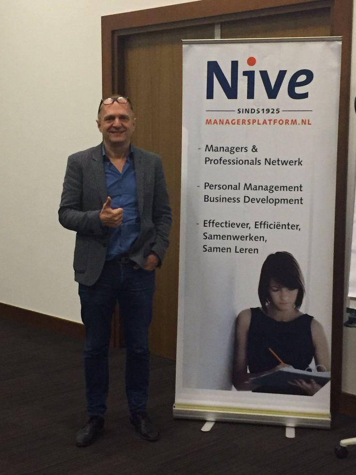 Auteur Guido de Valk tijdens zijn masterclass 'Neuroleiderschap' bij Managersplatform Nive.  #neuroleiderschap #menselijkleiderschap #guidodevalk #nivevereniging #futurouitgevers