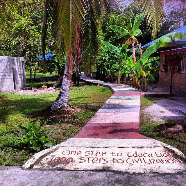 Langkahkan kakimu dan kejarlah mimpimu  #museumkata #laskarpelangi #belitong #belitungtimur #gantong  #indonesia #bukupluslebaran2015