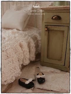 Shabby Dollhouse: Little girl room.....
