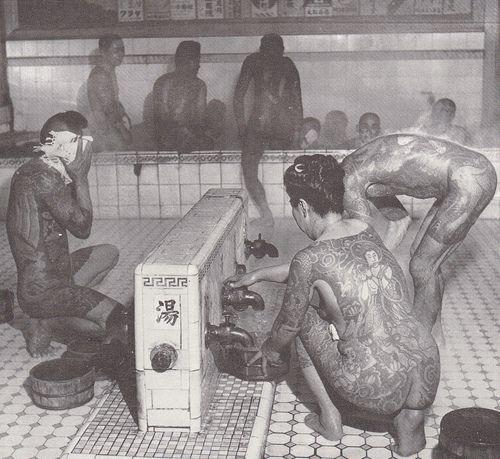 japanese yakuza   sento + yakuza = back pieces galore - JudoGame 柔道ゲーム