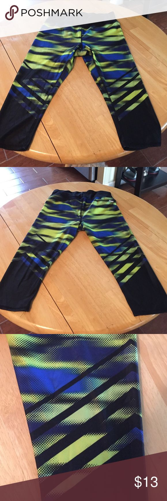 Pattern gym leggings Super soft gym leggings ! Awesome bright color and pattern ! Unfortunately too big worm once in great condition ! Size medium (8-10) Danskin Pants Leggings