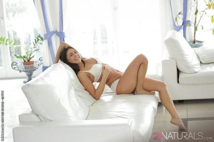 Nikki Waine naked 147